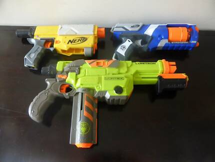 6 Nerf Toy Guns and Accessories
