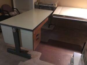 Bureau et table à dessin