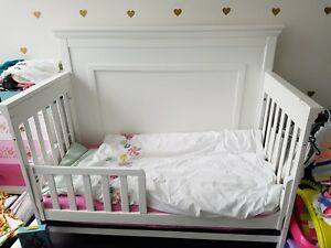 Convertible Crib with Mattress - Free delivery in GTA