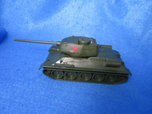 Classic Toy Soldiers WWII Russian T-34/85 Tank- Stalingrad - Kursk - 1:32