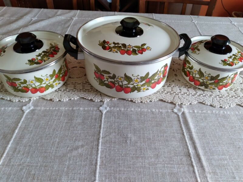 Vintage Enamel Pots Pans 6 Piece Set Strawberry Print Strawberries & Cream Retro