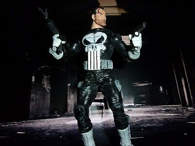 "MARVEL LEGENDS PUNISHER WITH WEAPONS 6"" WAR ZONE SERIES 4"