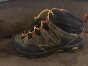 Boys Keen boots