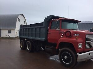 1990 Ford L8000 dump truck for sale