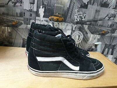 Vans of the wall Black High Top Skateboard Trainers Size UK 11/US 12.