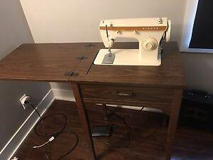 Machine à coudre SINGER meuble de couture en parfait état!!