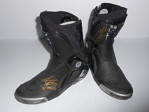 Tom-Sykes-Race-Worn-World-Superbikes-Boots-Signed-Very-Rare-Kawasaki