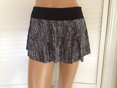 Lululemon $68 SOLD OUT Quick Pace Skirt with Liner Shorts Black White  Sz 10