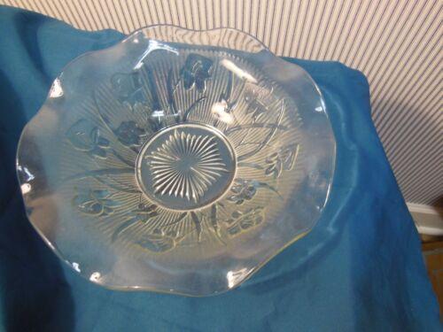 """WONDERFUL """"IRIS AND HERRINGBONE"""" PATTERN GLASS BOWL. CIRCA 1950"""