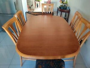 6 seater Extendable Dining Table for Sale
