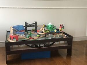 Table de train pour enfant