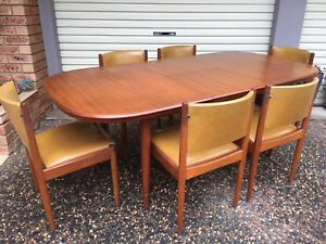 Parker Fler Mid Century - Chiswell Dining Suite