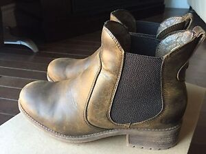 Ugg boots-like new size 8