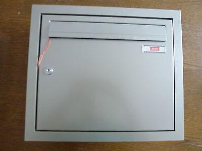 Briefkastenanlage Unterputz 1- tlg. Edelstahlfarbig seidenglanz, Winkelprofil
