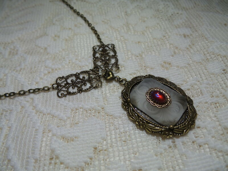 """HANDMADE VINTAGE FROSTED ETCHED GLASS & DRAGONS BREATH NECKLACE 21"""""""