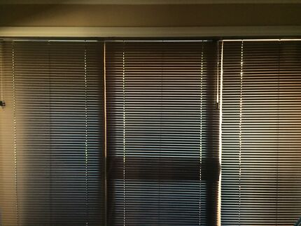 House lot of Venetian blinds with brackets.