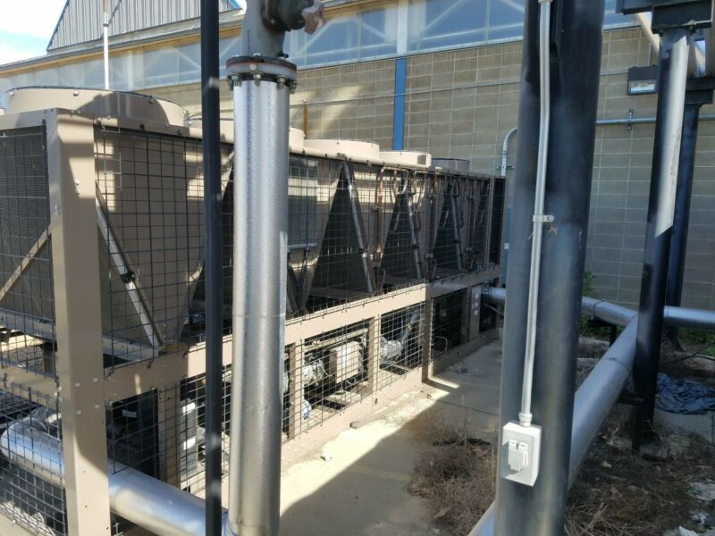 (2 ea) 2014 YORK 164 ton Air Cooled Chillers, Used 2 years...Excellent condition
