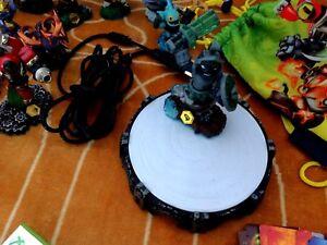 Skylander Swap Force & 26 Skylander figurines with cards
