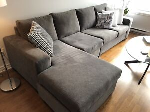 Grey Sectional Sofa / Sofa Sectionnel Gris