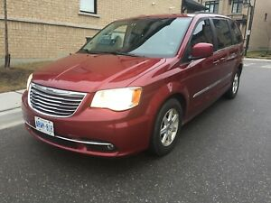 2011 Chrysler Town And Country Mint Loaded