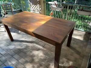 Table beautiful, sustainable mango wood