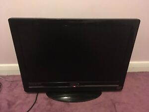 "27"" LCD Flat Screen TV/Monitor, with remote. HDMI. HD 1080P"