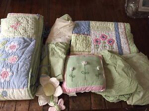 Potterybarn kids crib/toddler bedding - Happy Daisy