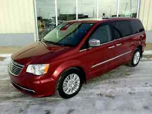 2014 Chrysler Town & Country Limited - Fully Loaded