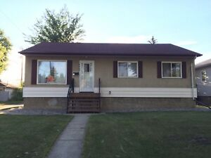 **PRICE REDUCED** Beautiful Bungalow in Hazeldean FOR RENT