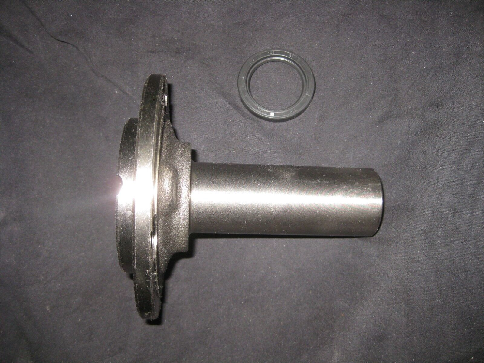 FRONT BEARING RETAINER & SEAL- CHEVY S10 - ALL - T5 WC