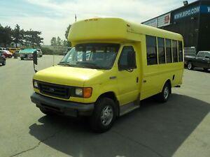 2006 Ford Econoline E-350 Super Duty 7 Passenger Bus Diesel with