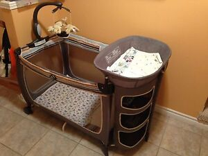 Portable bed for baby  Cambridge Kitchener Area image 1