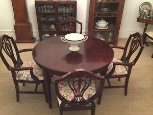 Mahogany dining room set for 10 people