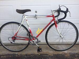 Vélo de route Bellini 54 cm très bonne condition