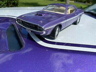 Ertl American Muscle 1970 Dodge Challenger R/T 1:18 Scale Diecast Model Car