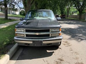 1999 Chevy Tahoe 5.7L 4x4 - Project/Part Out