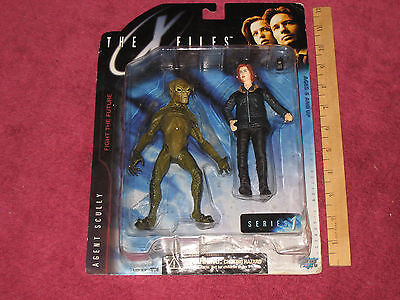 X-FILES COLLECTOR ULTRA ACTION FIGURE OF AGENT SCULLY & ALIEN - NEW!