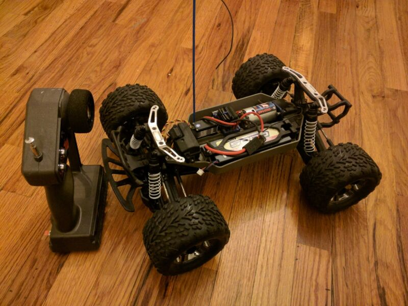 Traxxas Stampede 4 x 4 Brushed XL-5 Radio Controlled Monster Truck