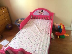 Toddler Minnie Mouse bed & mattress