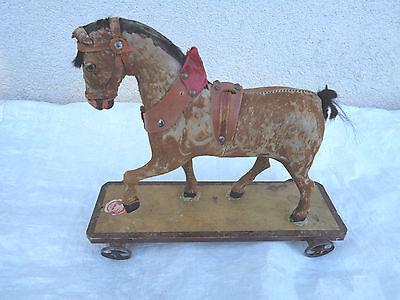 Altes Pferd Spielzeug Pferd Eisenräder