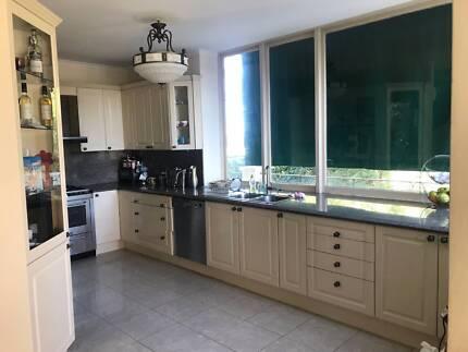 Polyurethane Kitchen Cabinets with 40mm Quartz Benchtop