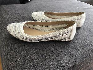 Chaussure style ballerine blanc et argent