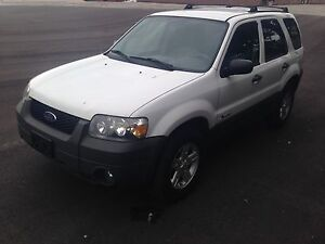 2006 Ford Escape 4WD. With safety and etest
