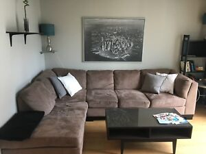 Big brown couch in a good condition