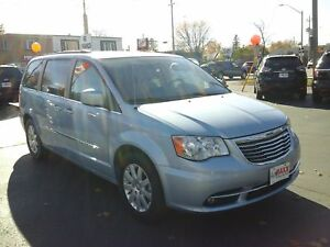 2013 CHRYSLER TOWN & COUNTRY TOURING- REAR VIEW CAMERA, REAR AIR
