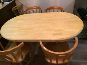 Dining Table good condition & can be disassembled easily fit SUV