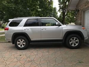 2011 Toyota 4Runner SR5 4x4 Limited Sport. One Owner. Low Kms.