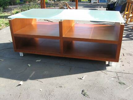 COMMERCIAL QUALITY TIMBER COFFEE TABLE WITH OPQUE/FROSTED GLASS Vineyard Hawkesbury Area Preview