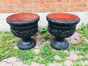 Giant Garden resin urns Set Of 2
