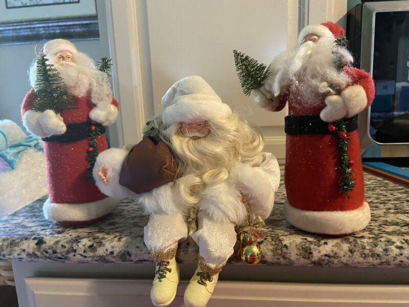 Christmas Santa Claus Figurine Shelf Sitter Plus Two Felt Santas